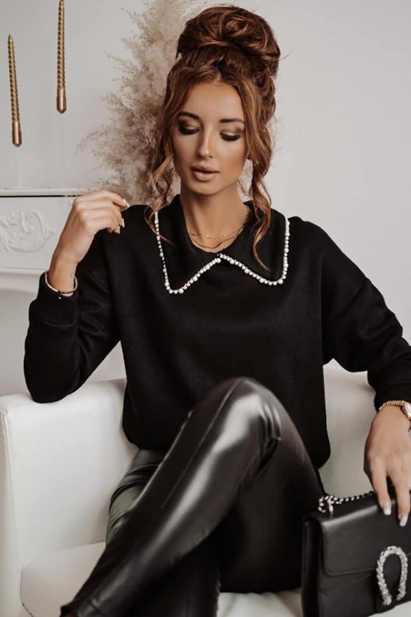 Czarny sweter z kołnierzykiem perełki startdust