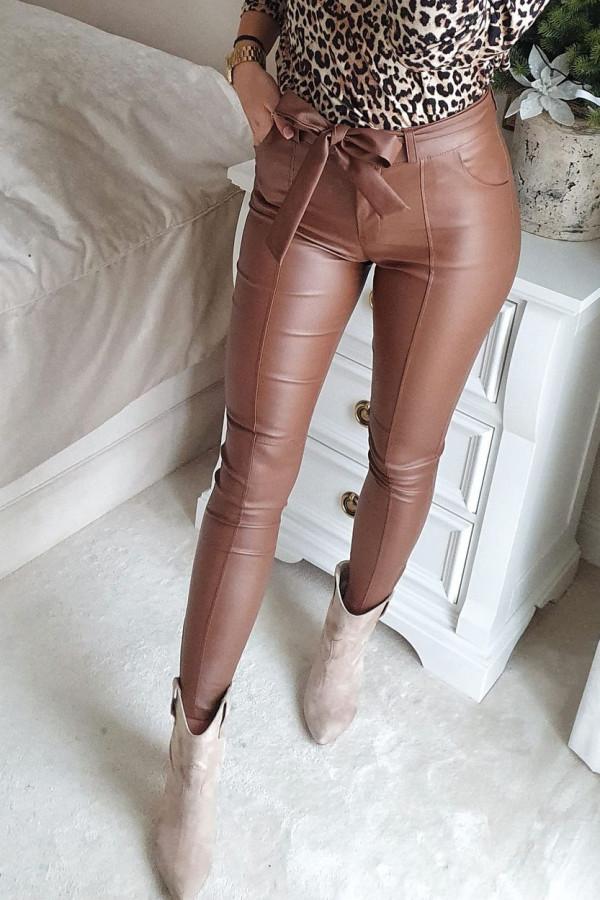 woskowane brązowe spodnie wiązane