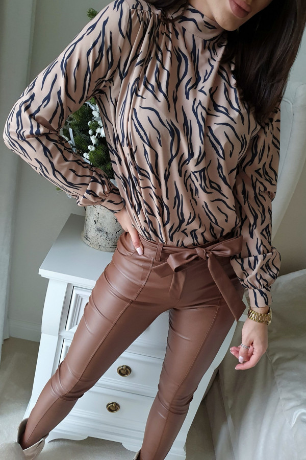 woskowane brązowe spodnie wiązane 1