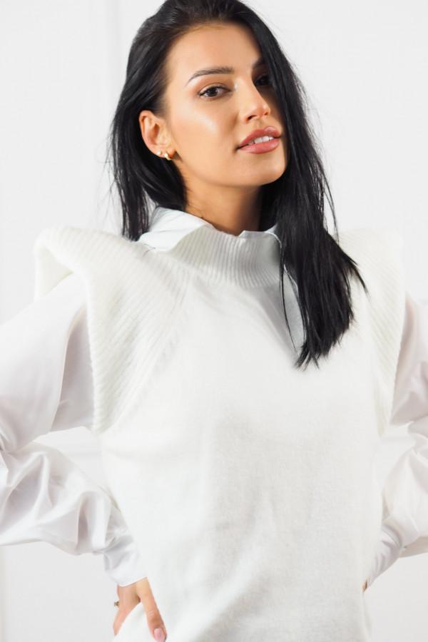 Biały bezrękawnik z białą koszulą Lucia 5