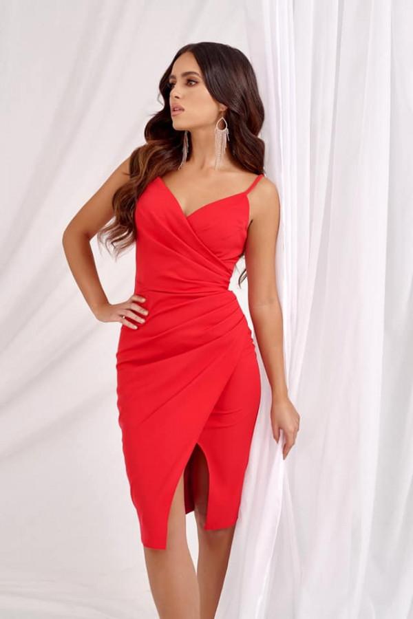 Sukienka Shila na cienkich ramiączkach - czerwona