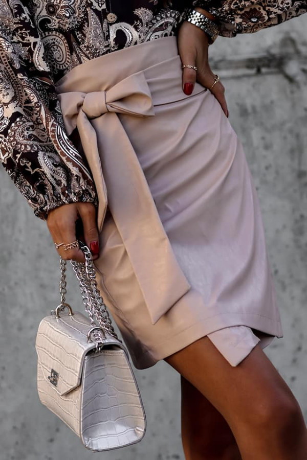 Skórzana spódniczka wiązana na kokardkę 1
